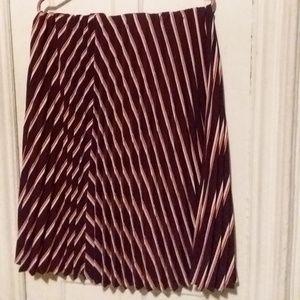 Women's New York & Company stretch size L Skirt.